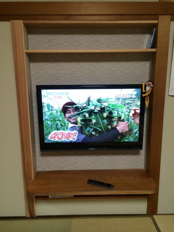 出入口をふさぎテレビ壁に入れました
